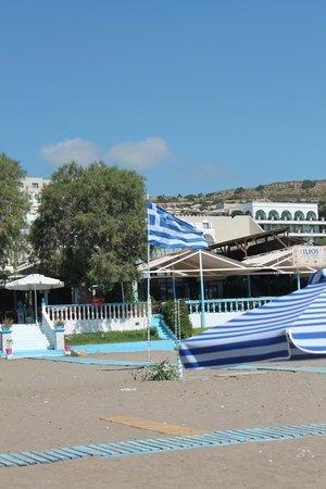 Beach-Taverna Kastri : såhär ser restaurangen ut från stranden