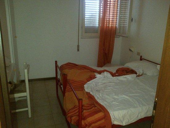 Residenza Alberghiera Italia: Letti della camera