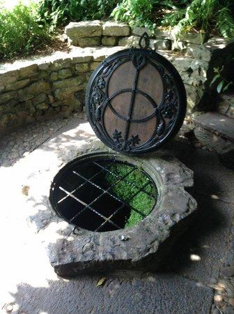 Chalice Well: Vesica Piscis design