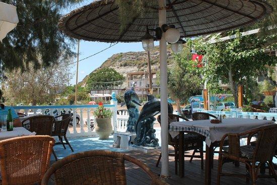 Beach-Taverna Kastri : uteserveringen