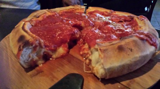 The Harp Bar and Grill: deep dish - soo style!