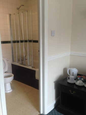 The Olde Swan Hotel: Bathroom