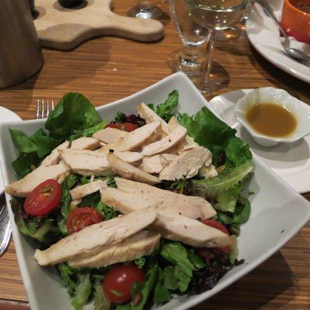 Kiju's : house salad with chicken added