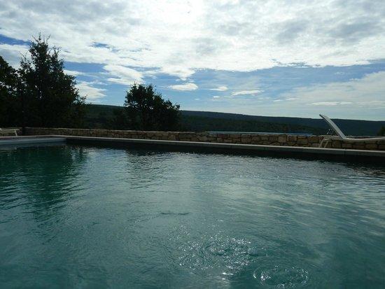 Le Hameau de Pichovet: Vue depuis la piscine