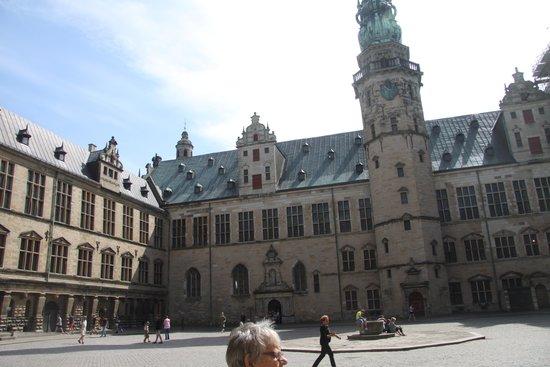 Kronborg Castle: Gården på Kronborg