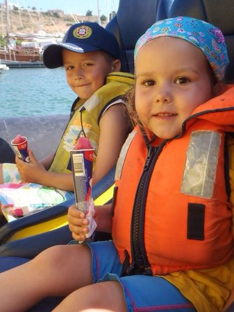 Dream Wave: Our children at the start of the boat trip