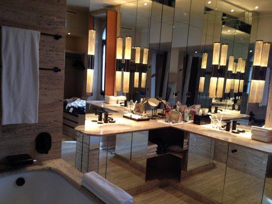 Park Hyatt Milan: Bathroom