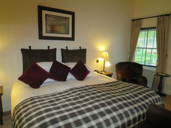 Lough Eske Castle, a Solis Hotel & Spa: Courtyard room - king sized bed