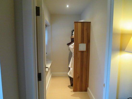 Lough Eske Castle, a Solis Hotel & Spa: Separate walk in closet area