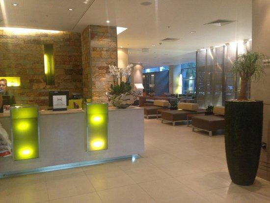 Hilton London Canary Wharf: reception