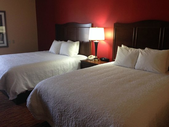 Hampton Inn Altoona: Two queen beds - Perfect for a family overnight!