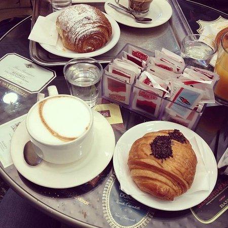 Bar Venezia: Brioche alla crema, nutella ed un buonissimo cappuccino