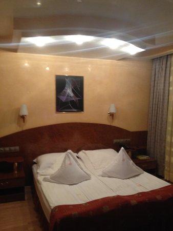 Hotel Carpati: Good bed
