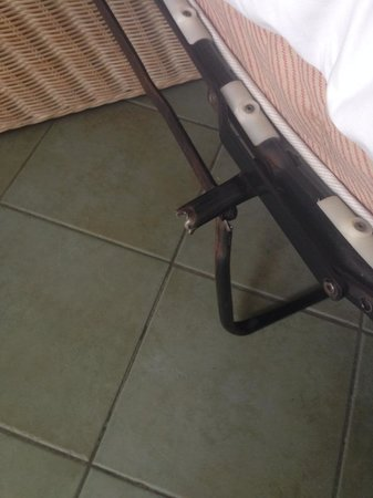 IFA Buenaventura Hotel: the sharp metal sticking out the bed