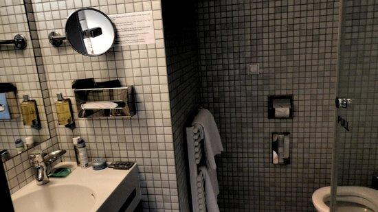 Hotel Monastery: Bathroom
