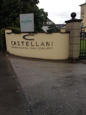 ARCOTEL Castellani: sign on the road