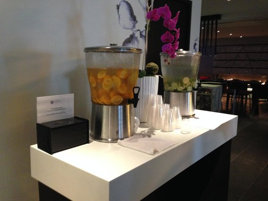 Hyatt Regency Montreal: Fruit Infused Water in the Lobby, refreshing!