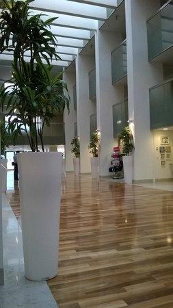 Valamar Lacroma Dubrovnik: atrium shops