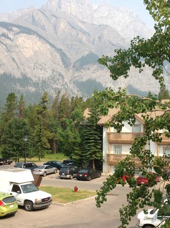 Banff Rocky Mountain Resort: View From the Front