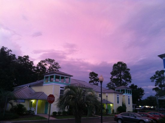 The Barefoot Suites : Parking area under a beautiful sky