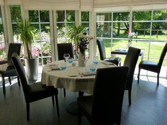 Table avec vue sur le jardin - Photo de LA FERME DE L\'ODET, Quimper ...