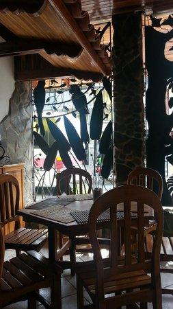 Ticos Bar y Restaurante: La devanture tout en fer forgé vaut vraiment le coup.