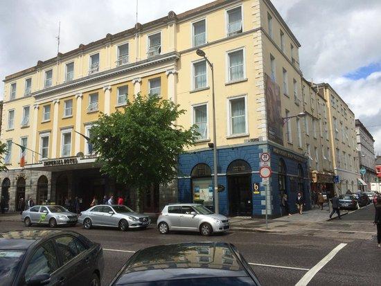 Imperial Hotel: Hotel facade