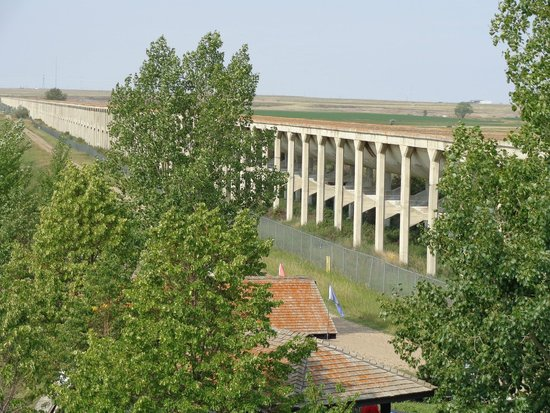 Brooks Aqueduct: From the top of the entrance road