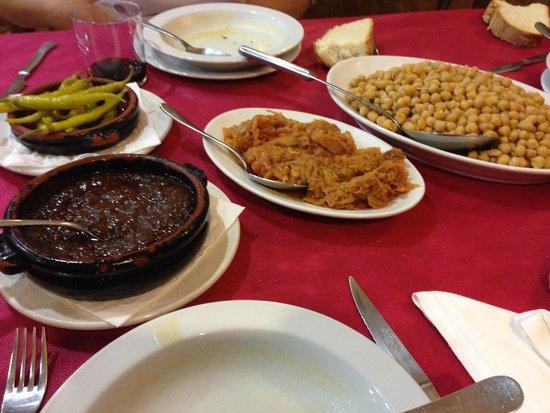 Restaurante Sorrento : Garbanzos, berza, guindillas y morcilla deshecha
