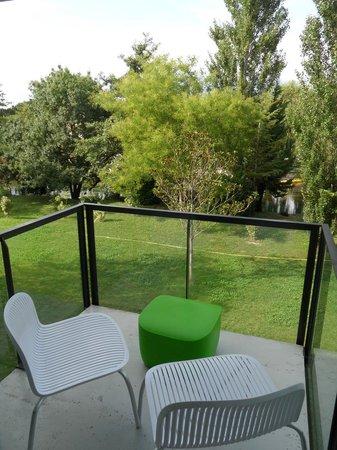 """BEST WESTERN Domaine De La Petite Isle : 4 - balcon chambre 1er étage bâtiment """"les Sources"""" hôtel Domaine de la Petite Isle"""