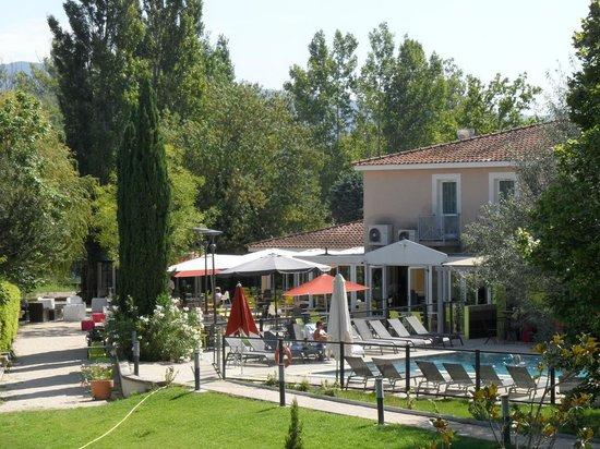 BEST WESTERN Domaine De La Petite Isle : 5 - restaurant +piscine1 à l'hôtel Domaine de la Petite Isle