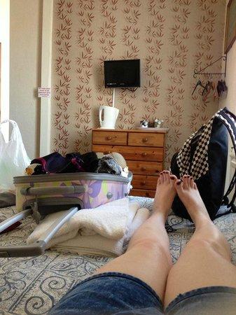 ذا ماي - ديني هوتل: View from bed (Hangers / Drawers for clothes - no wardrobe) Good for free TV channels!