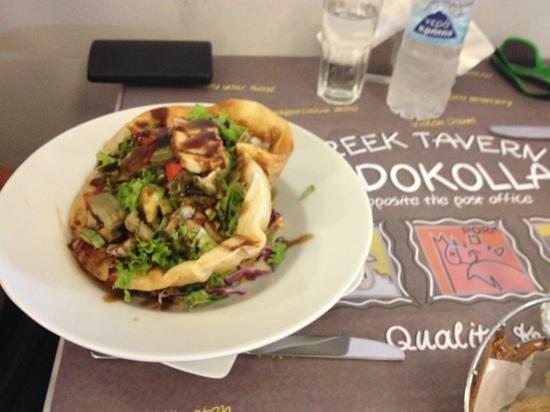 Ladokolla : Salad with haloumi