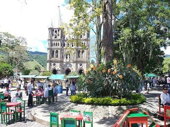 Parque jard n picture of balcones del parque jardin for Antioquia jardin