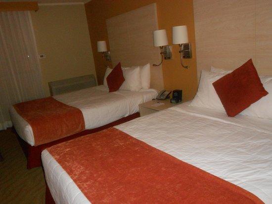 BEST WESTERN PLUS Condado Palm Inn & Suites: two queen room