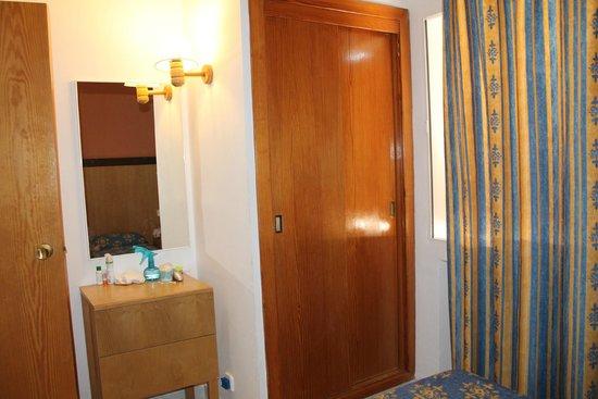 Gavimar La Mirada Club Resort: Bedroom furniture