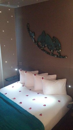 The Five Hotel: Bed
