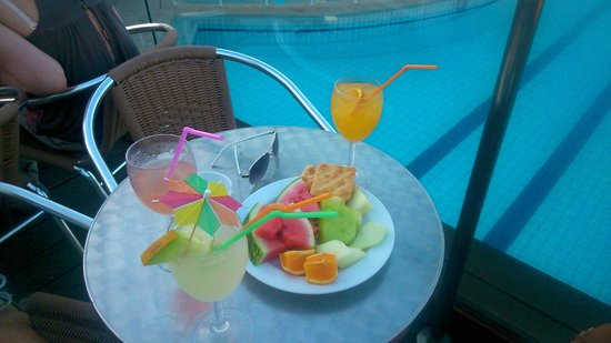 SENTIDO Louis Plagos Beach: drinks @ pool