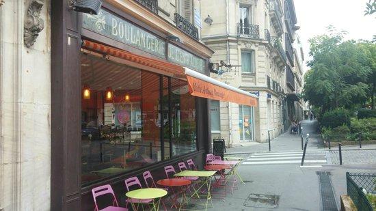 Five Hôtel : Good bakery nearby