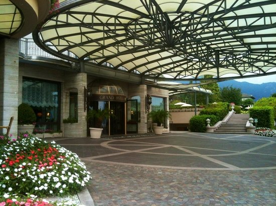 Grand Hotel Bristol: L'entrée confortable pour arriver ou partir avec enfants et bagages