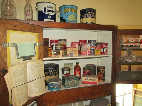 Ireland House Museum: typical pantry of the day (late 1890s, early 1900s