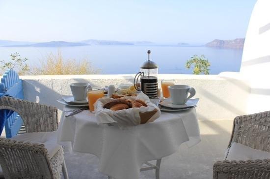 La Perla Villas : Frühstück wird auf der eigenen Terrasse serviert