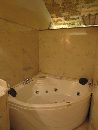 Casa Delfino Hotel & Spa: Jacuzzi tub, Master Suite