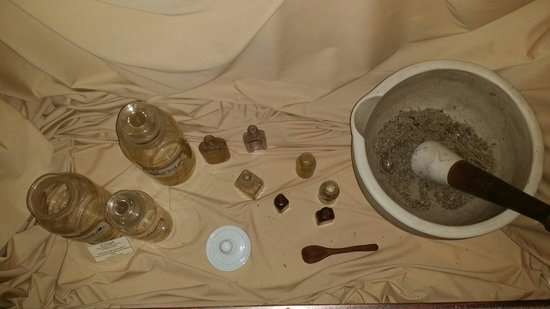 Spanish Military Hospital Museum: Different herbs and tools of the time era