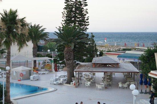Hotel Abou Sofiane : vue piscine