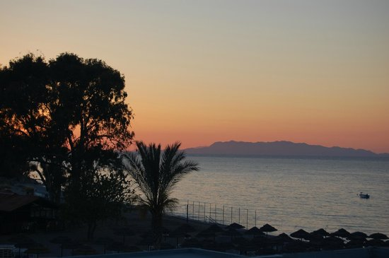 Avra Beach Resort Hotel - Bungalows : sunset from our room