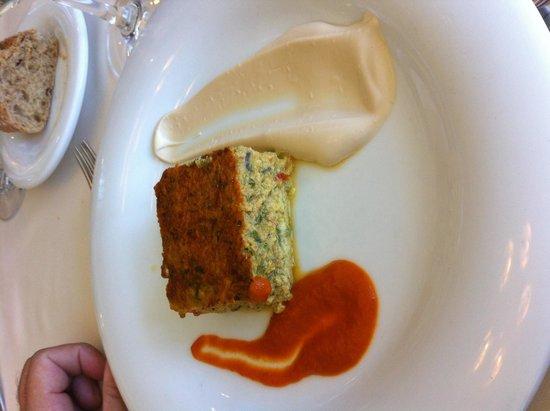 Augusta Spa Resort: Exquisito pastel de verduras con mayonesa y tomate