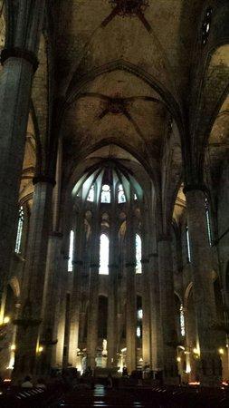 Église Sainte-Marie-de-la-Mer : Entrando.....
