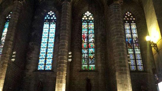 Église Sainte-Marie-de-la-Mer : Le finestre. .. luce perfetta