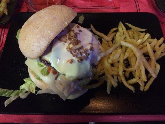Frankies : Muy buena atención y fantásticas hamburguesas.